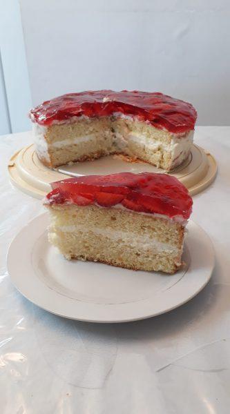 עוגת טורט במילוי תותים, ג'לי וקרם וניל 🍓🍓🍓🍓_מתכון של תהילה גיל