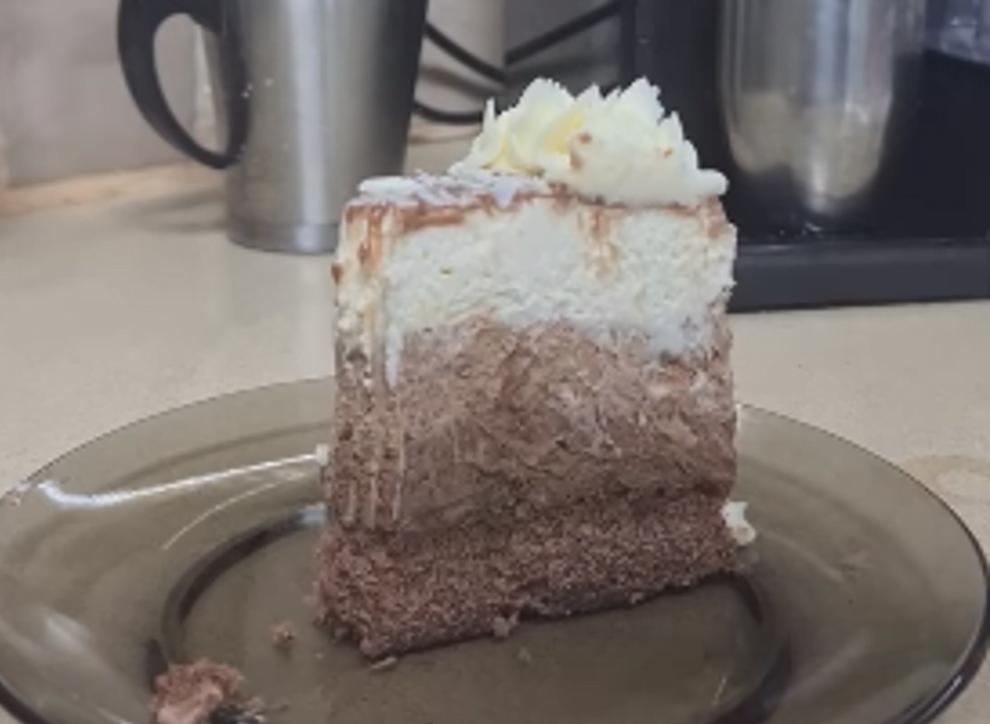 מתכון כתוב + סרטון להכנת עוגת מוס טריקולד על תחתית טורט שוקולד ללא גלוטן וללא ג'לטין וגם מתאים לפסח_מתכון זקלין פדלון
