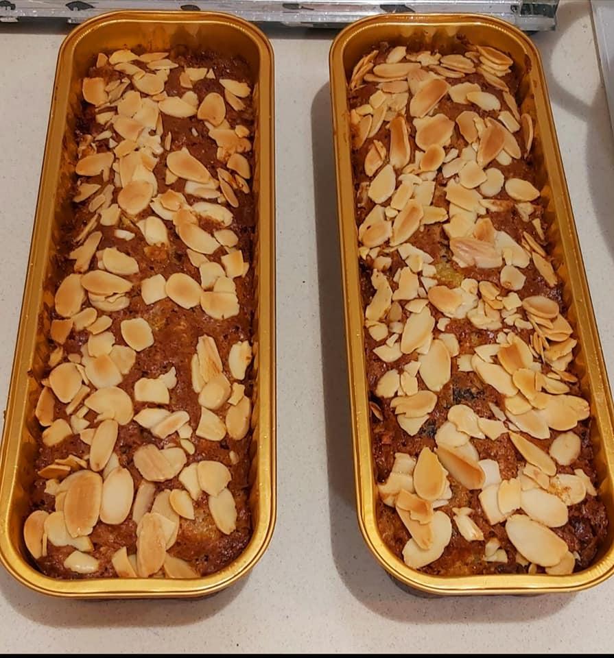 עוגת פירות יבשים וסירופ מעל שקדים דקים_מתכון של רוז טעים במטבח אוחנה