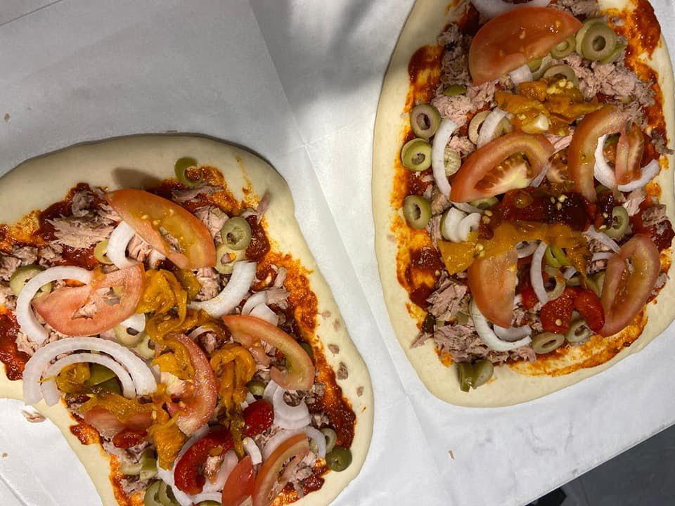 פיצה בטאבון או תנור/פיצה עם זעתר ❤_מתכון של אילנה בוכריס