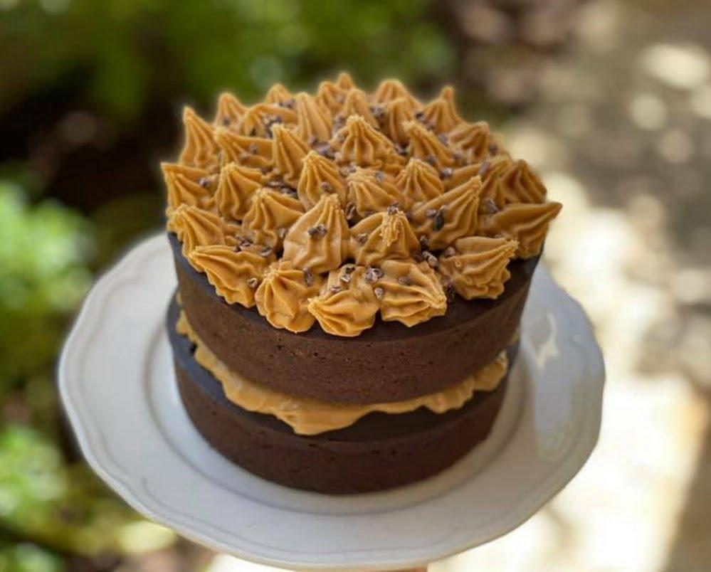 עוגת שוקולד חמאת בוטנים גבוהה ומרשימה_מתכון של גלי אלון בובר – מאסטר מתכונים