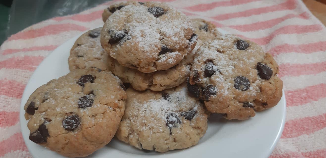עוגיות קוקיס פריכות עם נטיפי שוקולד של ישראלה אזולאי_מתכון של גילה כהן אבני – מאסטר מתכונים