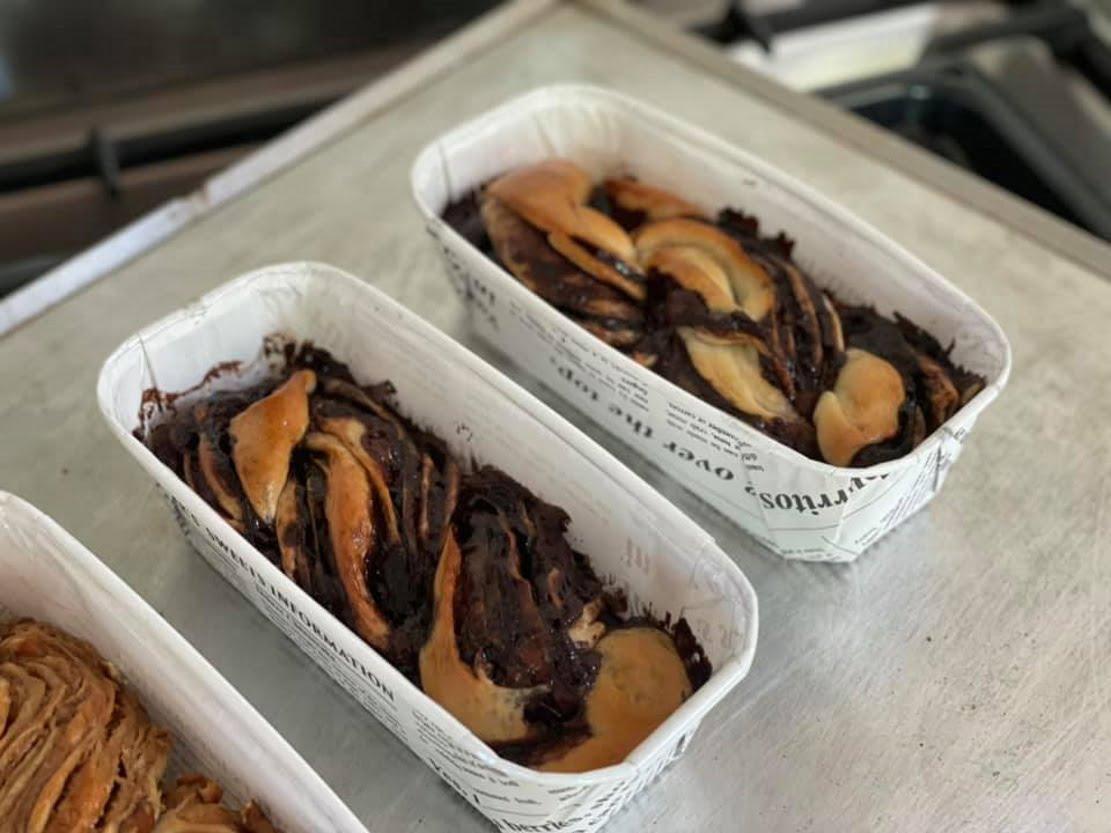 עוגות שמרים מושחתות-אחת שוקולד כפול אחת בייגלה קרמל _מתכון של גלי אלון בובר – מאסטר מתכונים