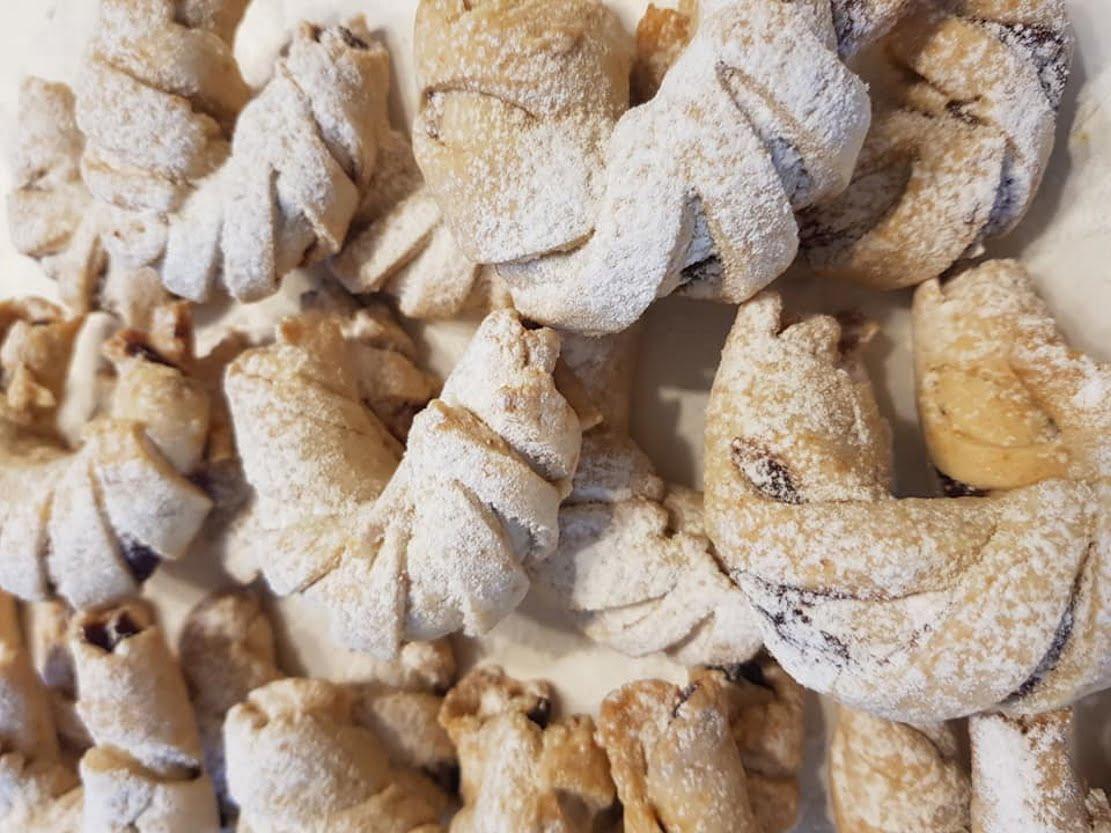 עוגיות במלית תמרים / ממרח מילקה, אגוזים ופיסטוקים_מתכון של נורית יונה – מאסטר מתכונים