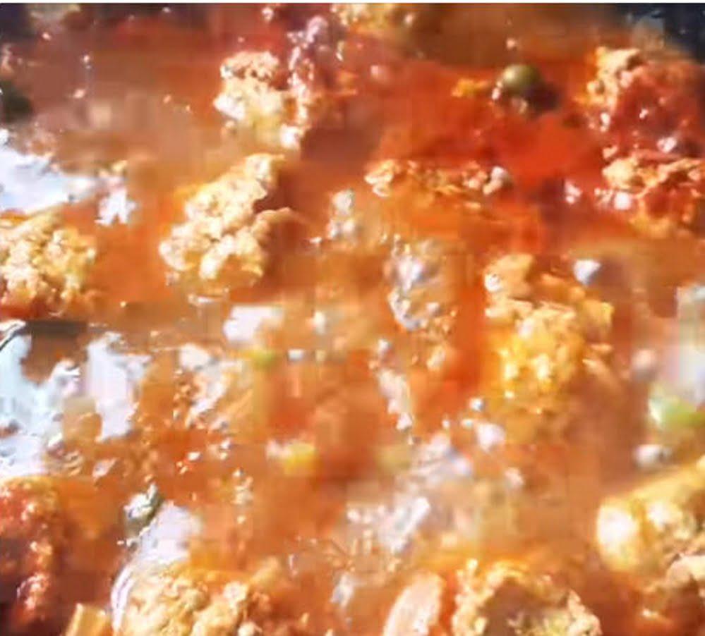 קציצות עוף ברוטב עגבניות אפונה וגזר_מתכון של צופית בן יוסף – מאסטר מתכונים